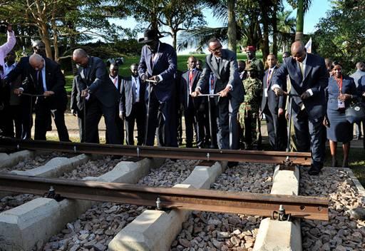 Kampala: Ostafrikanischer Gipfel legt Grundstein für regionale Eisenbahnstrecke