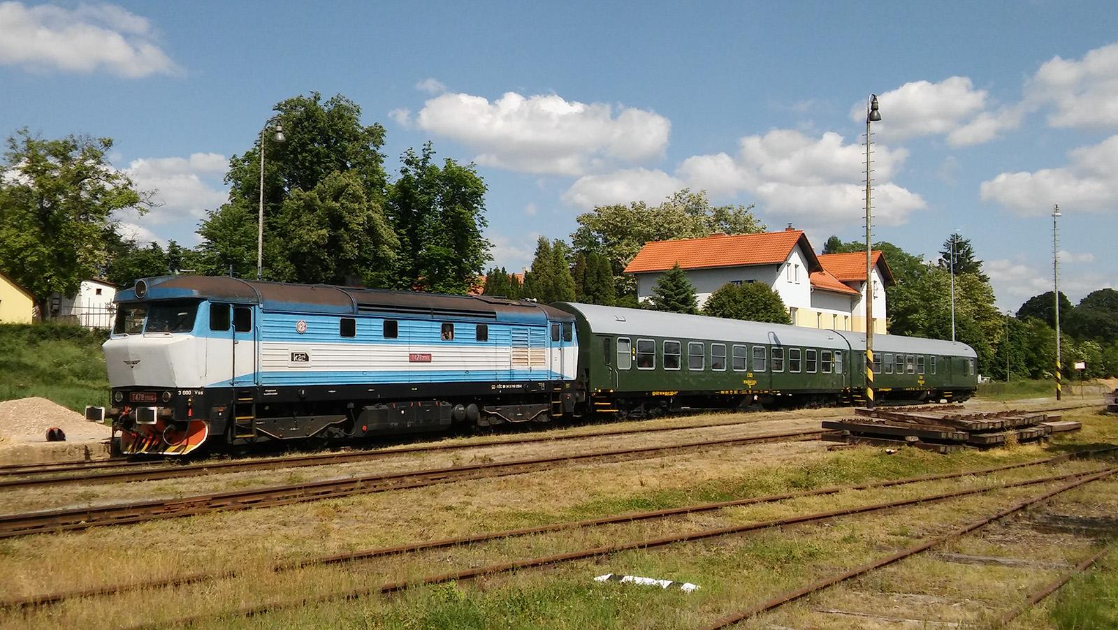 Tschechien: zahlreiche Ausflugszüge mit historischen Fahrzeugen